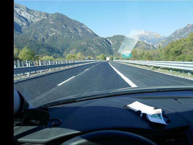Autobahn Friaul bei Gemona nach Norden.