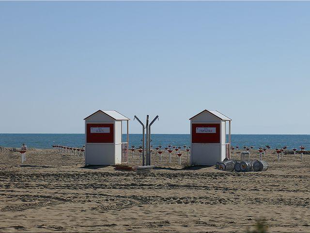 Strandhütten, Umkleidekabinen am Strand von Caorle, Meer, Sandstrand